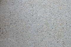 玄関の土間は洗い出し。(2013-09-24,周辺環境,ENTRANCE,1F)