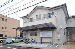 シェアハウスの外観。建物は新築です。(2013-02-15,共用部,OUTLOOK,1F)