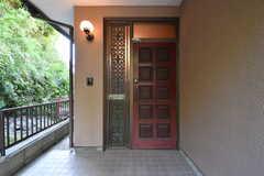 玄関の様子。(2017-05-22,周辺環境,ENTRANCE,1F)