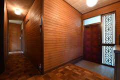 内部から見た玄関の様子。奥がダイニングです。(2017-05-22,周辺環境,ENTRANCE,1F)