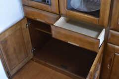 食器棚の下は専有部ごとにスペースが決められています。(2017-05-22,共用部,KITCHEN,1F)