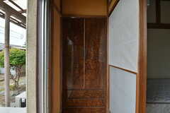 縁側にある収納の様子。(102号室)(2019-10-10,専有部,ROOM,1F)