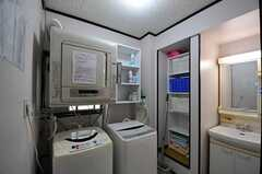 洗濯機と乾燥機の様子。(2012-04-24,共用部,LAUNDRY,1F)