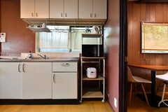 電子レンジと炊飯器は2台設置されています。(2019-07-17,共用部,KITCHEN,1F)
