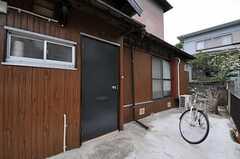 シェアハウスの正面玄関。(2011-05-09,周辺環境,ENTRANCE,1F)