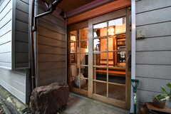 玄関の様子。(2017-10-13,周辺環境,ENTRANCE,1F)