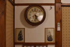 時計は大正時代のものとのこと。時計は現役で動いています。(2017-10-13,共用部,OTHER,1F)