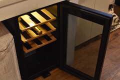 キッチンの下には、ワインセラーが用意されています。(2017-10-13,共用部,KITCHEN,1F)
