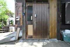 玄関の様子。(2018-04-16,周辺環境,ENTRANCE,1F)