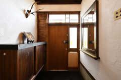 内部から見た玄関の様子。(2018-04-16,周辺環境,ENTRANCE,1F)