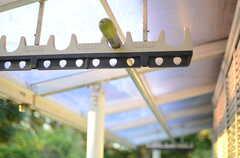 物干しができる器具も設置されています。(A201号室)(2013-11-26,専有部,ROOM,2F)