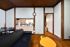 リビングの様子2。隣にはキッチンがあります。(B棟)(2017-08-23,共用部,LIVINGROOM,1F)