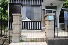 シェアハウスの門構えの様子。(2012-05-29,周辺環境,ENTRANCE,1F)