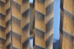 矢羽根のように削られた階段脇の装飾。(2012-05-29,共用部,OTHER,1F)