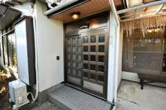 シェアハウスの正面玄関。(2009-12-18,周辺環境,ENTRANCE,1F)