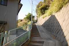 シェアハウスまでは車の通れない坂道を歩く。(2008-12-12,共用部,ENVIRONMENT,1F)