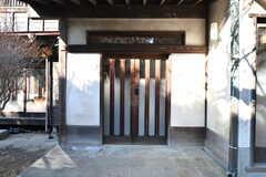 シェアハウスの玄関。(2021-01-07,周辺環境,ENTRANCE,1F)