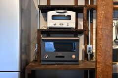 キッチン家電の様子。バルミューダのオーブンレンジ。(2021-01-07,共用部,KITCHEN,1F)