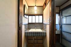 洗面台の様子。右手がバスルームです。(2021-01-07,共用部,WASHSTAND,1F)