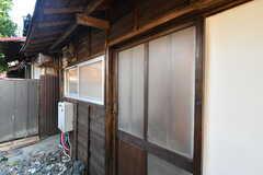 B棟の玄関の様子。(2021-01-07,周辺環境,ENTRANCE,1F)