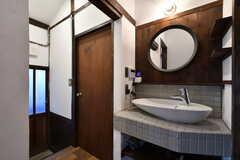 廊下に設置された洗面台の様子。(2021-01-07,共用部,WASHSTAND,1F)