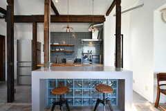 カウンターテーブルの様子。奥がキッチンです。(2020-06-26,共用部,LIVINGROOM,1F)