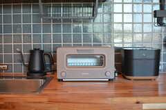 キッチン家電の様子。マットな素材のセレクトです。(2020-06-26,共用部,KITCHEN,1F)