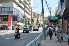 駅からシェアハウスへ向かう道の様子2。アーケード商店街が続いています。(2020-06-26,共用部,ENVIRONMENT,1F)
