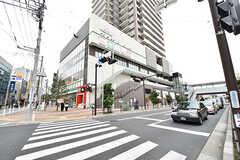駅前にはショッピングビルが建っています。(2016-10-12,共用部,ENVIRONMENT,1F)