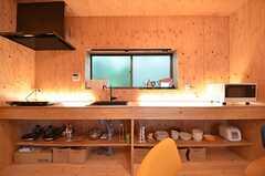 キッチンは間接照明を点けると一気に雰囲気が変わります。(2015-06-09,共用部,KITCHEN,1F)