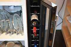 食器棚の脇にはワインセラーが設置されています。(2016-05-26,共用部,OTHER,2F)