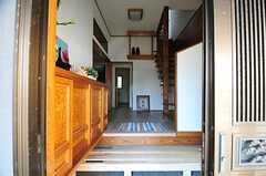 正面玄関から見た内部の様子。左手が靴箱です。(2012-05-29,周辺環境,ENTRANCE,1F)