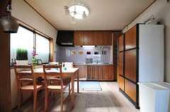 ダイニングとキッチンの様子。(2012-05-29,共用部,KITCHEN,1F)