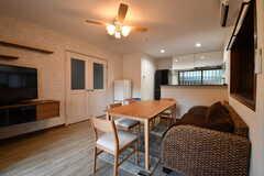 リビングの奥にキッチンがあります。(2017-01-10,共用部,OTHER,1F)