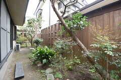 庭の様子。(102号室)(2016-10-25,専有部,ROOM,1F)