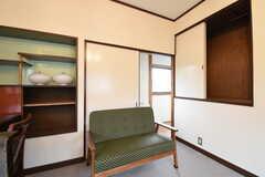 収納の様子。奥は洗面スペースです。(201号室)(2016-10-25,専有部,ROOM,2F)