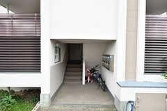 共用玄関の様子。(2016-10-12,周辺環境,ENTRANCE,1F)