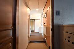 玄関から見た内部の様子。上がって左手がLDKです。(2016-10-12,周辺環境,ENTRANCE,4F)
