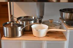 鍋類も使いやすさを考慮して選ばれたのだそう。(2016-10-12,共用部,KITCHEN,4F)