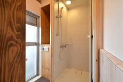 シャワールームの様子。(2016-10-12,共用部,BATH,4F)