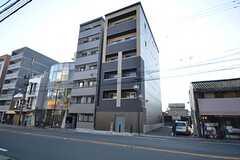 シェアハウスの外観。5〜6階にはオーナーさんが住んでいます。(2015-03-17,共用部,OUTLOOK,1F)