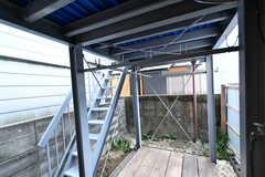 テラスの様子。階段を上がると物干し場があります。(2019-01-21,共用部,OTHER,1F)