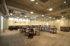 レストランの様子。ここは食事や飲み物をオーダーしないと利用できません。(2011-04-09,共用部,OTHER,1F)