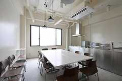 レジデンス棟のラウンジの様子2。(2011-04-09,共用部,LIVINGROOM,1F)