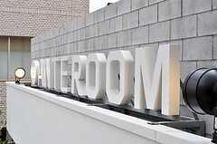 バルコニーのブロックの外側には、実はライトアップされたANTEROOMのサインが飾られています。(2011-04-09,共用部,OTHER,2F)