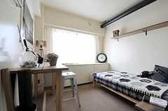 専有部の様子2。こちらは、楽しげな内装。(421号室)(2011-04-09,専有部,ROOM,4F)