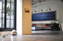 随所にアート作品が展示されています。(2012-09-10,共用部,OTHER,1F)