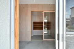 玄関は引き戸です。(2017-07-19,周辺環境,ENTRANCE,1F)