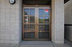 シェアハウスの正面玄関。(2012-08-20,周辺環境,ENTRANCE,2F)