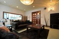リビングの様子4。奥にキッチンが見えます。(2012-08-20,共用部,LIVINGROOM,2F)